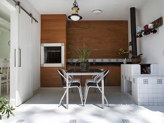 by Lucia Helena Bellini arquitetura e interiores Modern