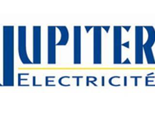 Casas eclécticas de JUPITER électricité Ecléctico