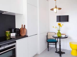 Desjeuxdelaye: Cuisine de style de style Moderne par Agence hivoa