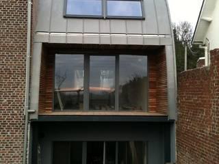 Extension tout en courbe à Sombreffe: Maisons de style de style eclectique par Bureau d'Architectes Desmedt Purnelle