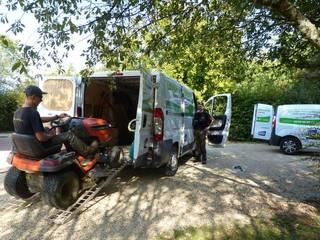 Tonte à Mâcon: Jardin de style  par Lovisa paysagiste  Mâcon ( Avec crédit d'impôt)