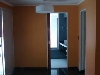 Dormitorios de estilo moderno de CubiK Moderno
