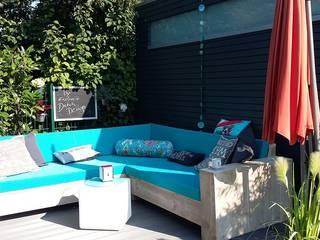 Lounge Ecksofa Berlin aus Bauholz: rustikaler Garten von Exklusiv Dutch Design