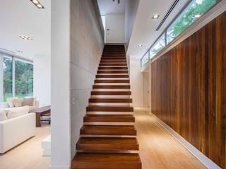Casa Forte Pasillos, vestíbulos y escaleras modernos de Aulet & Yaregui Arquitectos Moderno