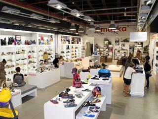 PROYECTO COMERCIAL Centros comerciales de estilo moderno de STUDIO17 Moderno