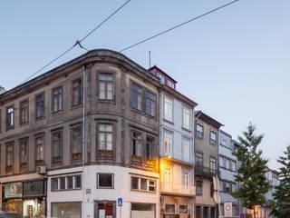 Rumah oleh Pedro Ferreira Architecture Studio Lda, Eklektik