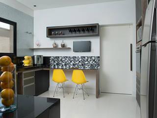 Casa Térrea - contemporânea: Cozinhas  por Camila Castilho - Arquitetura e Interiores,Moderno
