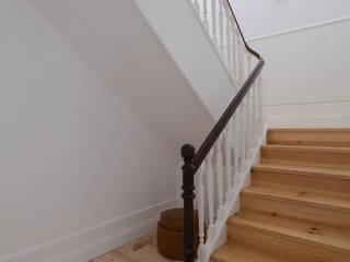 Santa Teresa Corredores, halls e escadas ecléticos por Pedro Ferreira Architecture Studio Lda Eclético