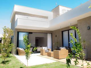 Modern Houses by Camila Castilho - Arquitetura e Interiores Modern