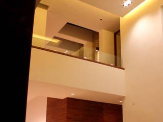GRUPO VOLTA Salas de estilo moderno