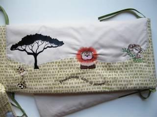 Tour de lit Promenade dans la savane brodé et flexé:  de style  par Les Minis Poussent