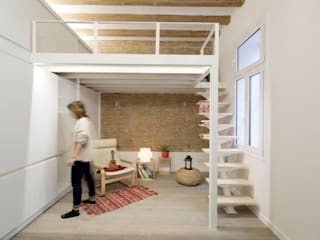 Altillo y Zona de Estar: Salones de estilo  de MMMU Arquitectura i Disseny
