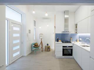 Comedor y Cocina integrados: Cocinas de estilo  de MMMU Arquitectura i Disseny