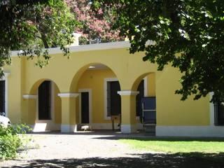 Casas de estilo colonial de Aulet & Yaregui Arquitectos Colonial