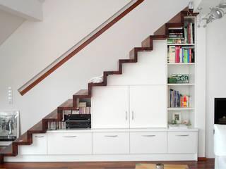 Badezimmer creativ-moebelwerkstaetten.de Ingresso, Corridoio & Scale in stile moderno