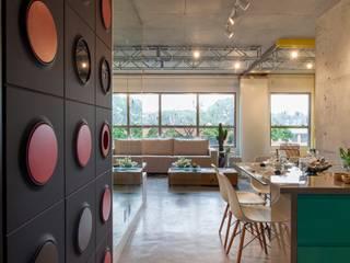 Modern dining room by RC ARQUITETURA Modern