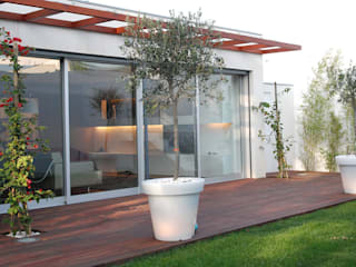 Modern style gardens by Inexistencia Lda Modern