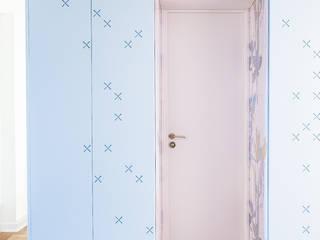Restructuration partielle d'un appartement:  de style  par Atelier Tropique