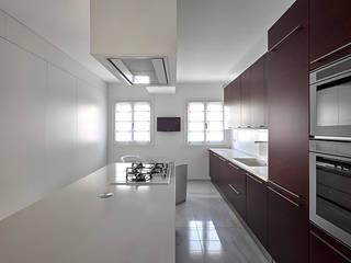 Casa 2x1: Cucina in stile in stile Moderno di Massimo Galeotti Architetto