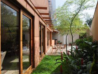Moderne huizen van Martins Valente Arquitetura e Interiores Modern