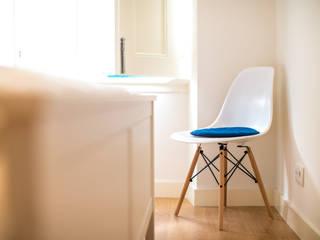 Um look contemporâneo e cosmopolita Architect Your Home Quartos modernos