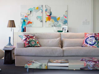 Uma atmosfera leve e colorida Architect Your Home Salas de estar modernas