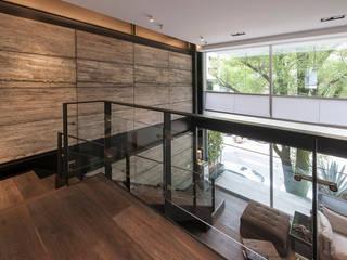 Departamento HG Pasillos, vestíbulos y escaleras modernos de Hansi Arquitectura Moderno