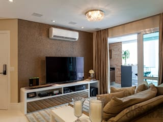 Martins Valente Arquitetura e Interiores Living roomTV stands & cabinets
