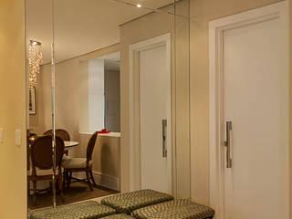 سلالم وأروقة  تنفيذ Martins Valente Arquitetura e Interiores,