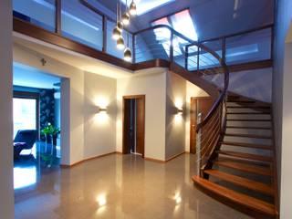 Corridor & hallway by lifestyle-treppen.de
