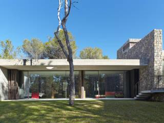 VIVIENDA UNIFAMILIAR AISLADA EN SANT JOSEP.IBIZA. SINGLE FAMILY HOUSE IN SANT JOSEP. IBIZA. Casas de estilo moderno de MIXISARQUITECTOS S.L.P. Moderno