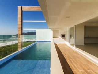 من Mantovani e Rita Arquitetura حداثي