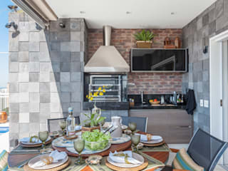 Balcones, porches y terrazas de estilo  por Martins Valente Arquitetura e Interiores