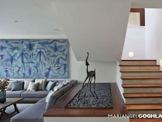 Caúcaso Pasillos, vestíbulos y escaleras modernos de MARIANGEL COGHLAN Moderno