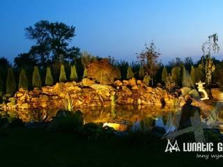 Ogród w stylu orientalnym z oczkiem wodnym: styl , w kategorii  zaprojektowany przez Lunatic Garden,
