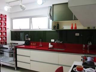 Cozinha Apimentada: Cozinhas  por Juliana Matos Arquitetura e Interiores