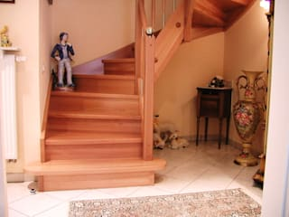 Classic corridor, hallway & stairs by lifestyle-treppen.de Classic
