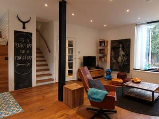 Diego Alonso designs Moderne Wohnzimmer