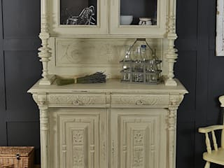 Shabby Chic Off White French Buffet / Kitchen Dresser de The Treasure Trove Shabby Chic & Vintage Furniture Clásico