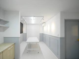 Escuelas de estilo  por By Seog Be Seog | 바이석비석, Moderno