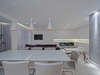 Minimalist dining room by Studio Boscardin.Corsi Arquitetura Minimalist