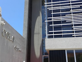 Bureau moderne par VILARRODONA ARQUITECTOS Moderne