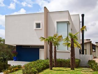 RESIDENCIA MODERNA EM CURITIBA Casas modernas por LUIZE ANDREAZZA BUSSI INTERIORES+ CORPORATIVO Moderno