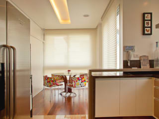 RESIDENCIA MODERNA EM CURITIBA Cozinhas modernas por LUIZE ANDREAZZA BUSSI INTERIORES+ CORPORATIVO Moderno