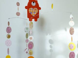 Mobile ours, ronds & grelots par Marina Rouzé Moderne