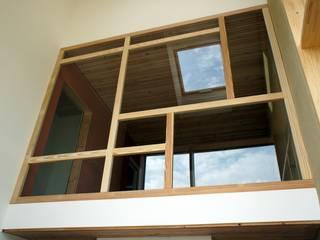 Bureau d'Architectes Desmedt Purnelle Comedores de estilo moderno Vidrio Beige