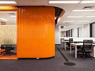 Ruang Studi/Kantor Modern Oleh Arealis Modern