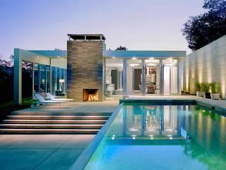 POOL als Pièce Maitresse der Aussengestaltung Moderne Pools von Ecologic City Garden - Paul Marie Creation Modern