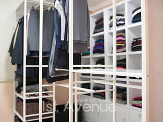 가구를 위한 모던인테리어 : 퍼스트애비뉴의  드레스 룸,