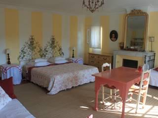 chambre Jaune:  de style  par La Bastide du Bosquet
